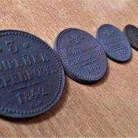 Почему на медных монетах Николая I написано «Серебромъ»?
