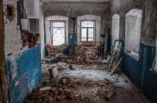Поиск монет и кладов в старых заброшенных домах