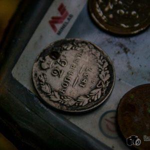 Нашурфил серебра в старой домовой яме