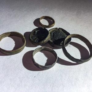 Для чего делали кольца из монет и почему их так много попадается кладоискателям?