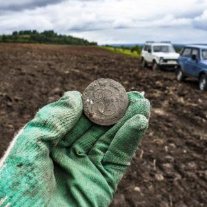 Стоит ли копать с металлоискателем на полях? Там же выбито!