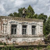 Во время работ по восстановлению столетнего дома налетела буря