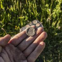 Нашёл первое серебро в деревне предков. Продолжаю шурфить старый магазин