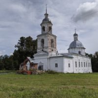 Село Архангельское Уржумского района. Внутри возрождённой церкви 18 века