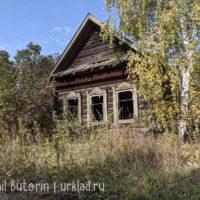 Заброшенный дом по соседству. Заглядываем внутрь
