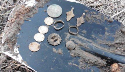 Выкопал большую монету на старом урочище − 3 копейки серебром